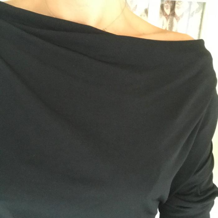 Vestido negro tachuelas