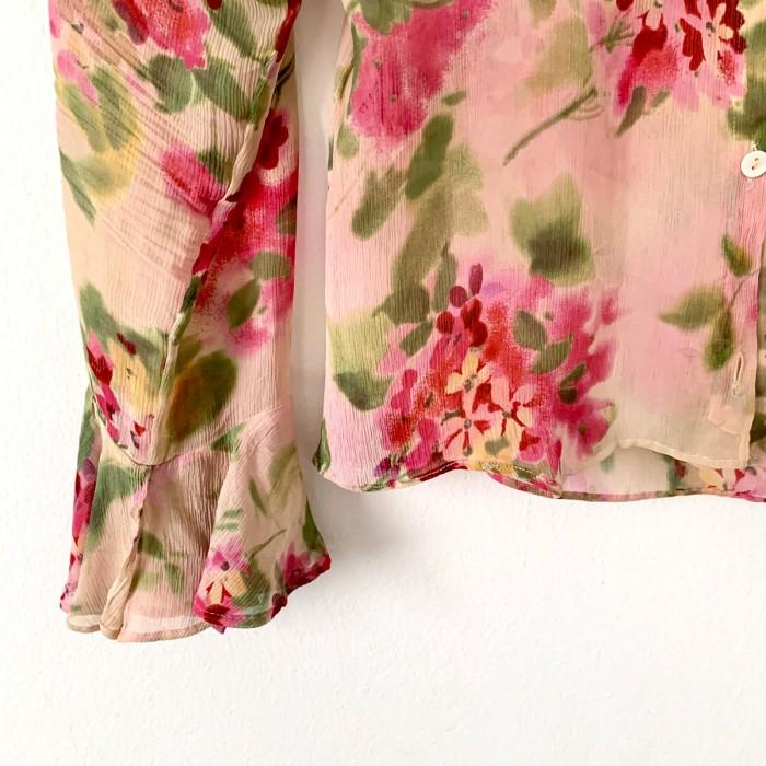 Camisa floral con hombreras