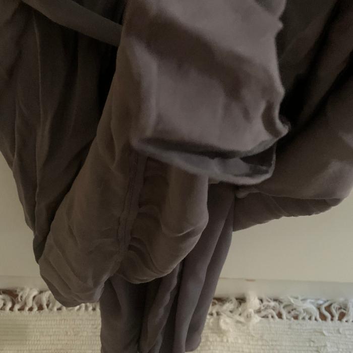 Vestido en seda gris