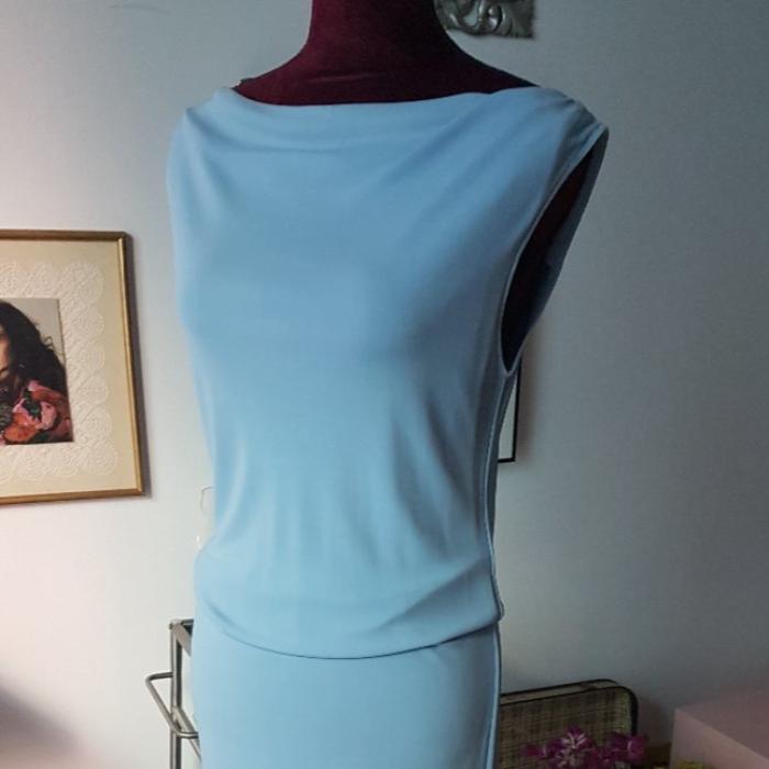 vestido celeste sin manga