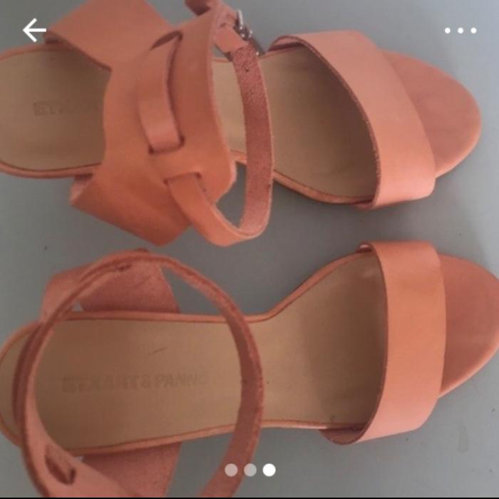 Sandalias tacón nuevas.