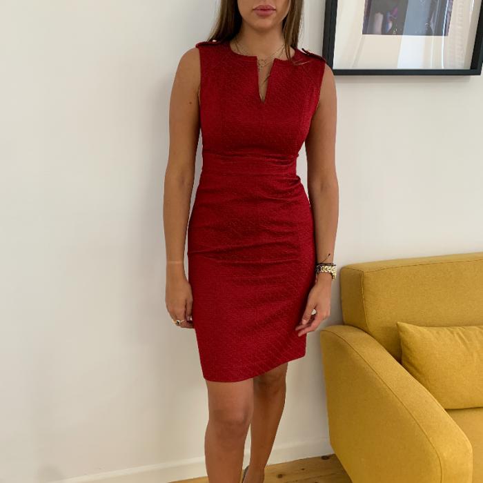 Vestido rojo relieve