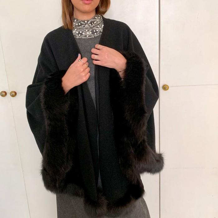 Capa lana con visón negro