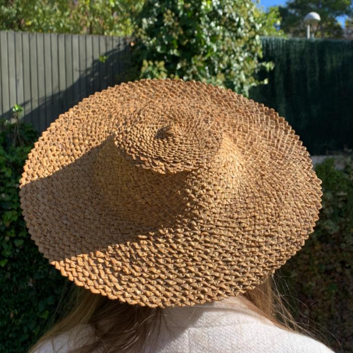 Sombrero de paja corto