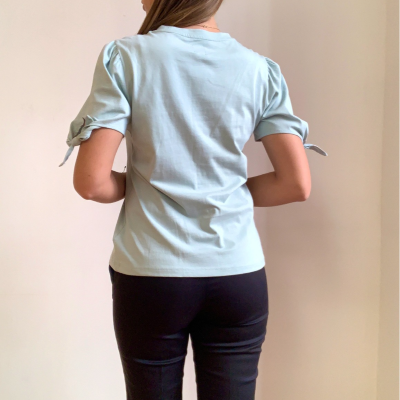 Camiseta lazos en mangas