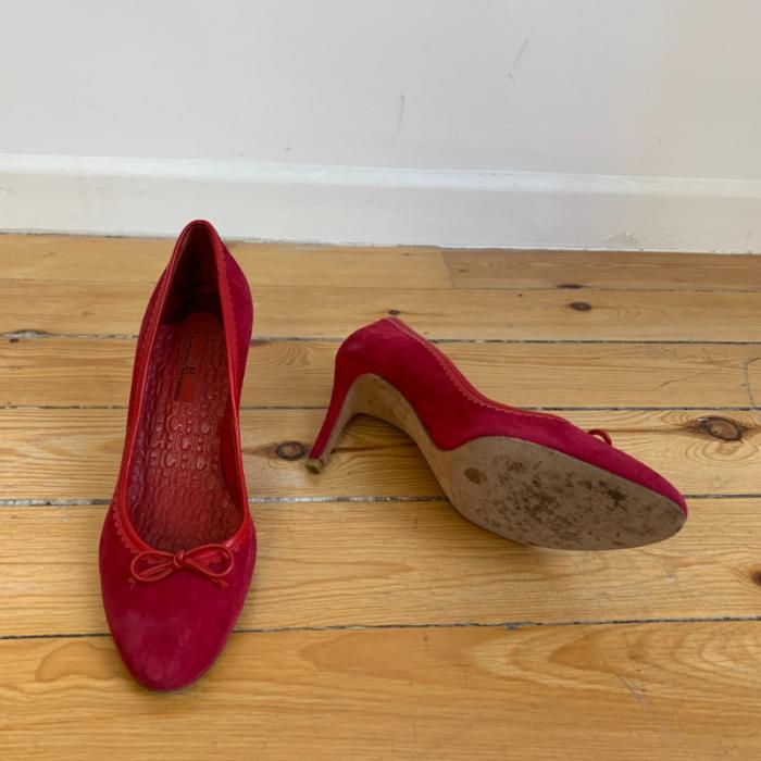 Zapato de salón de ante