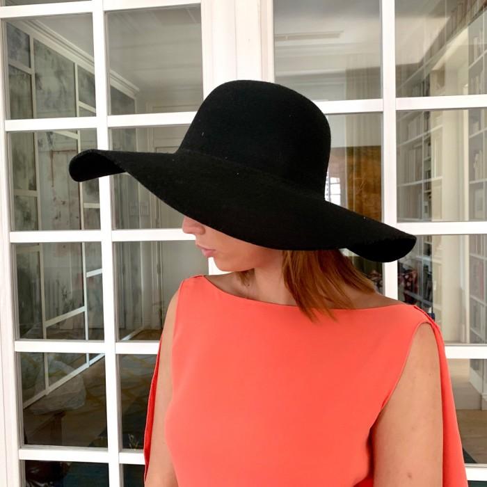 Sombrero negro en fieltro