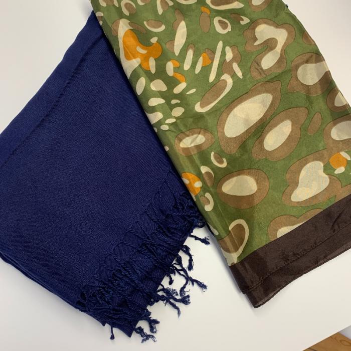 Pañuelos verdes y azul