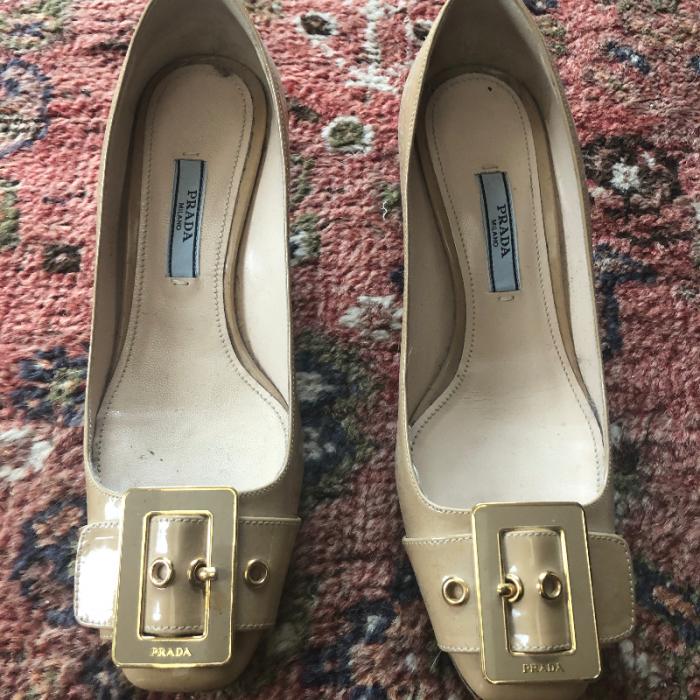 Zapato medio tacón Prada
