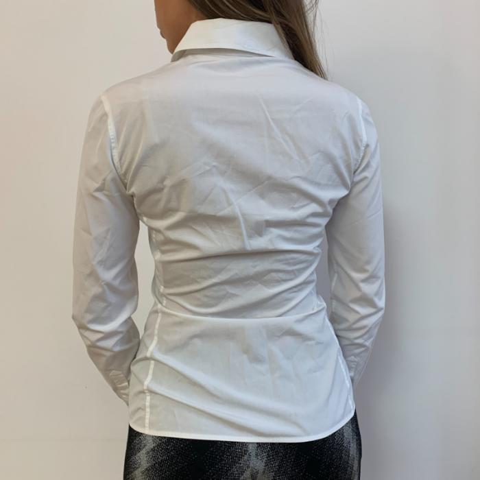 Camisa blanca entallada