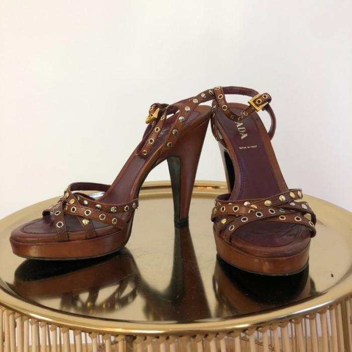 Sandalias con correas