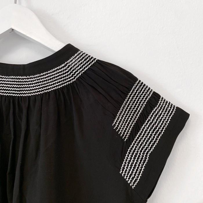Blusa manga corta negra