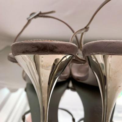 Sandalia tacón plateada