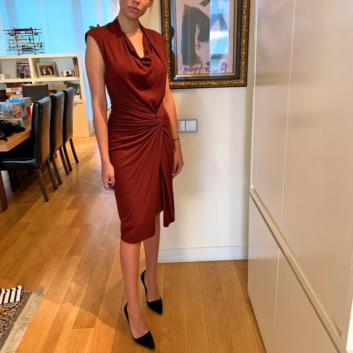 vestido drapeado corte midi rojo vino