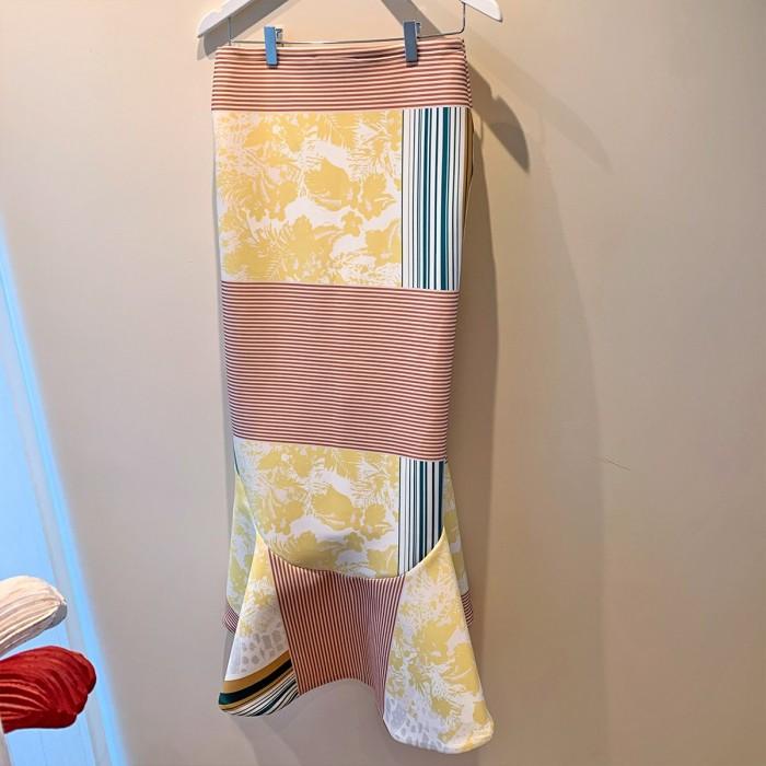 Falda volantes en neopreno