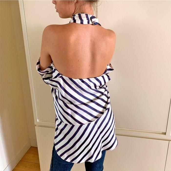 Blusa a rayas y hombros descubiertos