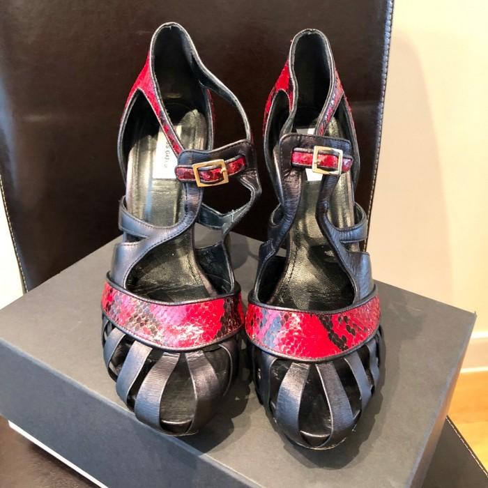 Sandalia bicolor negro y rojo