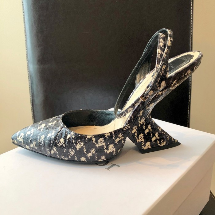Zapato tacón geométrico