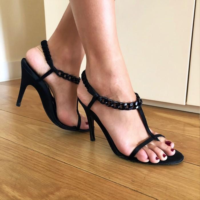 Sandalia con cadena negra