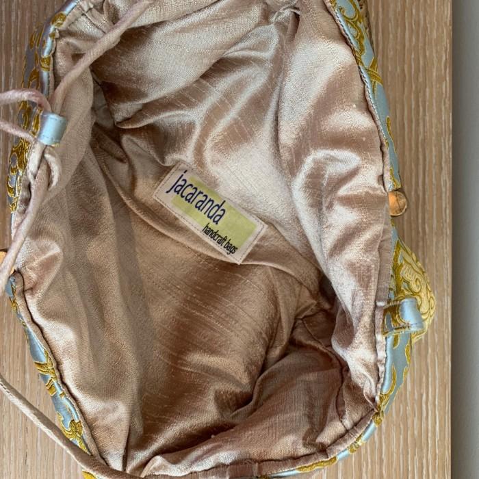 Bolso tela en asas metálicas