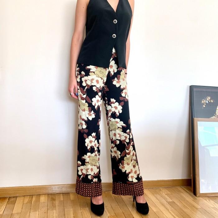 Pantalon fluido negro con flores