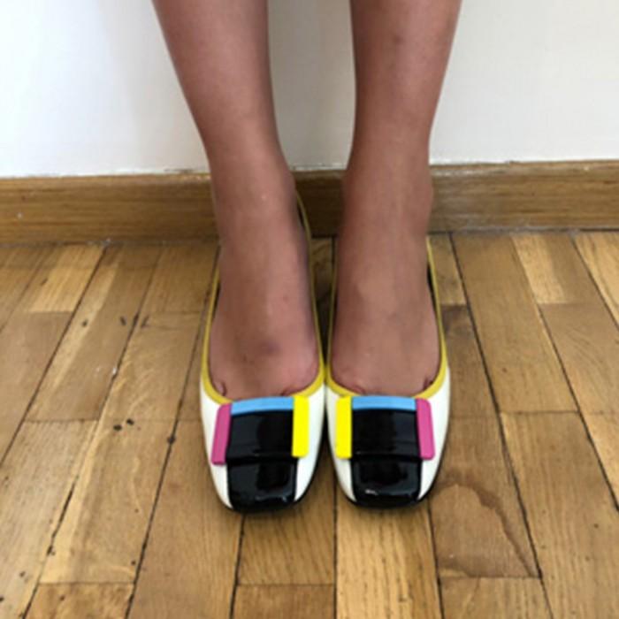 Zapatos charol con detalles de colores