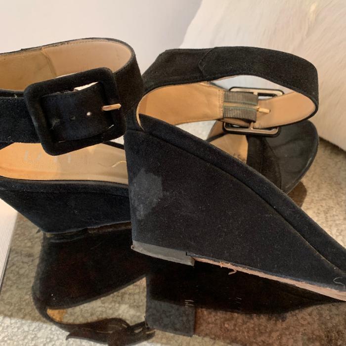 Sandalias de cuña negras