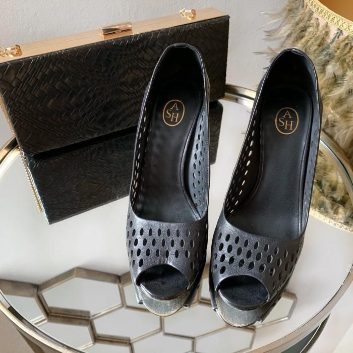 Zapato salón piel negro