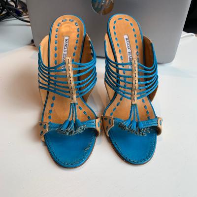 Sandalia azul manolo