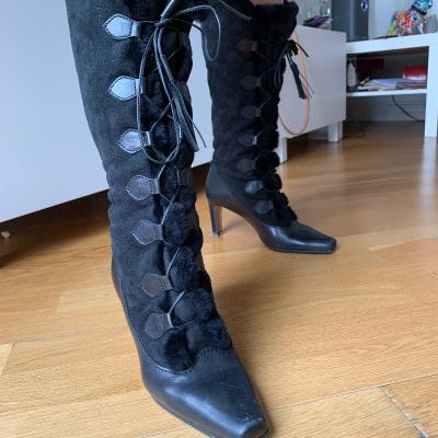 Botas negras cordones