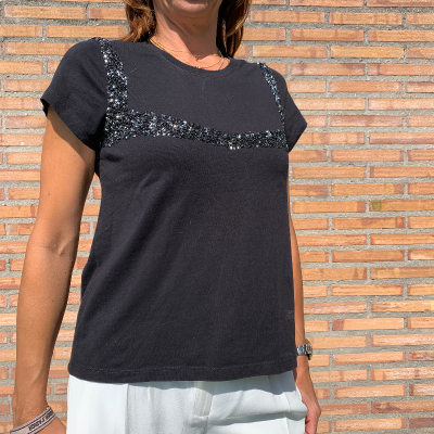Camiseta negra lentejuelas Best for less
