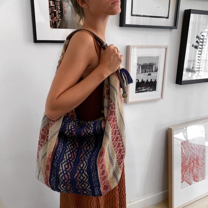 Shopper en tela con bordados