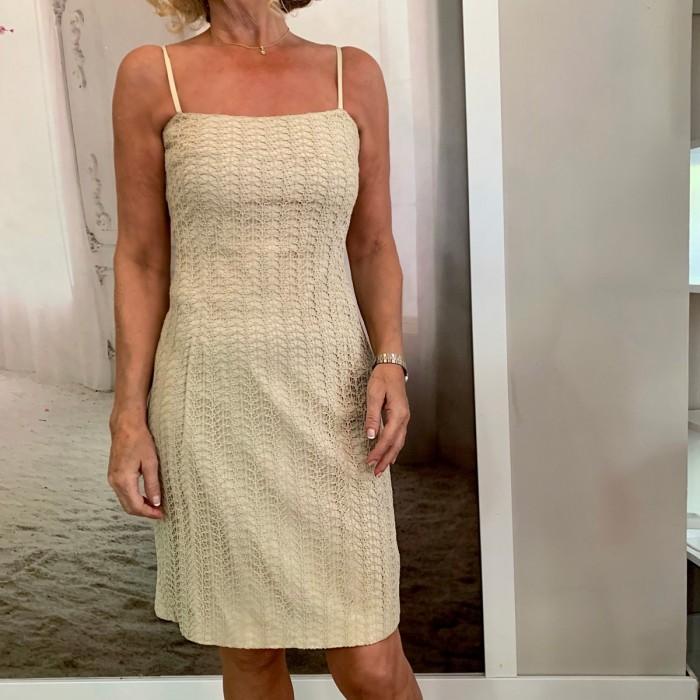 Vestido corto beige