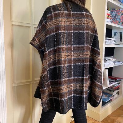 Abrigo tipo poncho