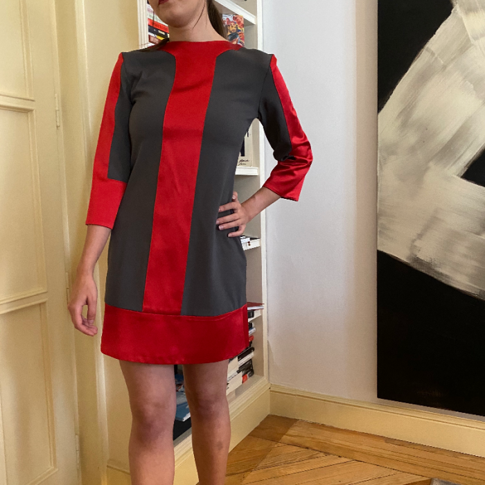 Vestido gris y rojo
