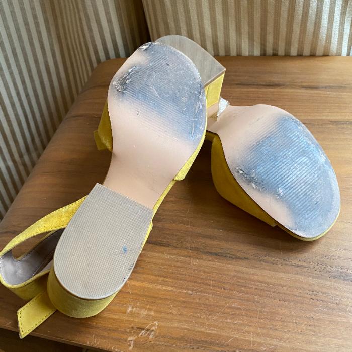 Sandalia mostaza
