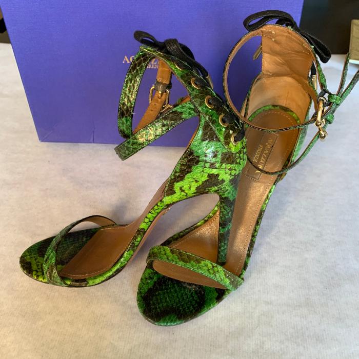 Sandalia tacón verde