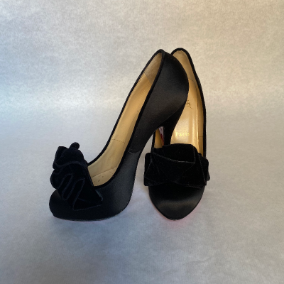 Tacones Louboutin negros Best for less