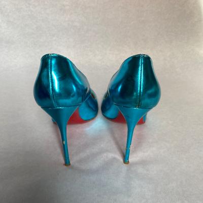 Zapato azul eléctrico