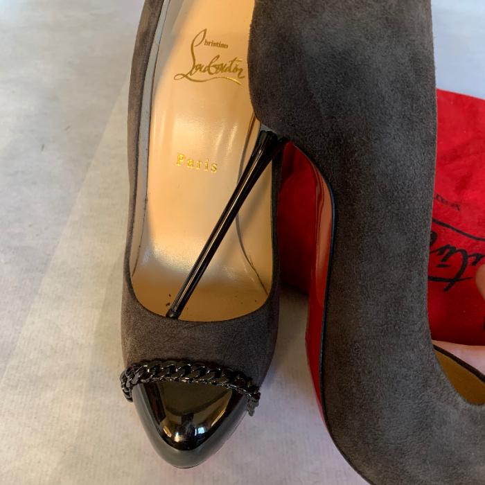 Zapatos tacón gris