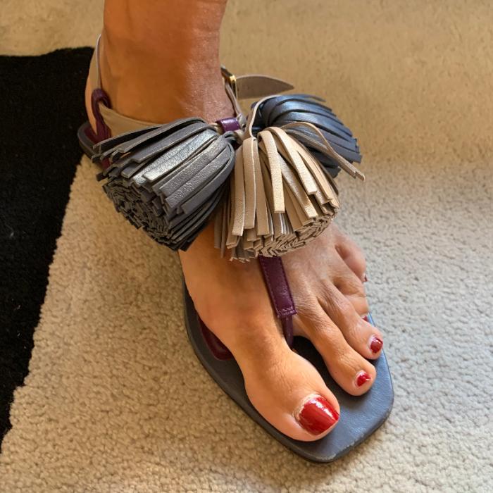 Sandalias pompones piel