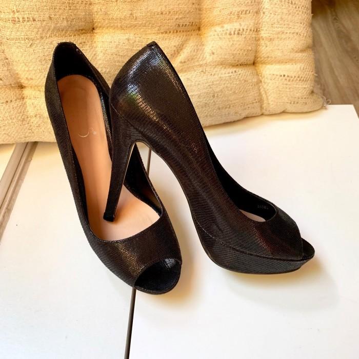 Zapato peep-toe negro