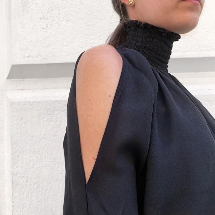 Camisa negra fruncidos