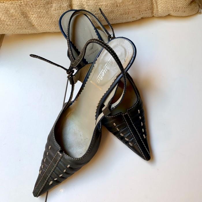 Zapato de tacón gris marengo