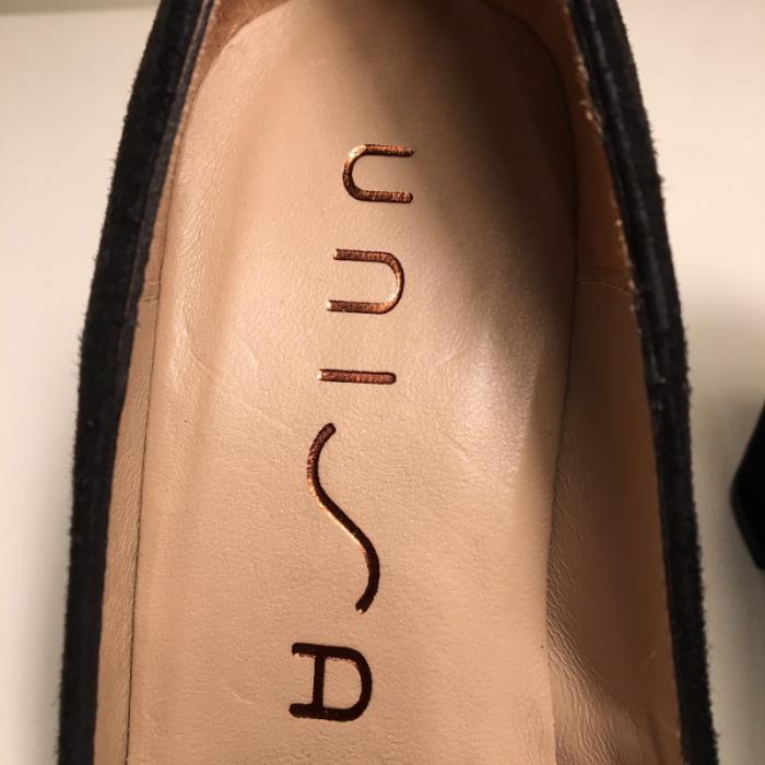 Zapato de tacón de ante