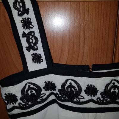 Top crudo bordados negros Best for less