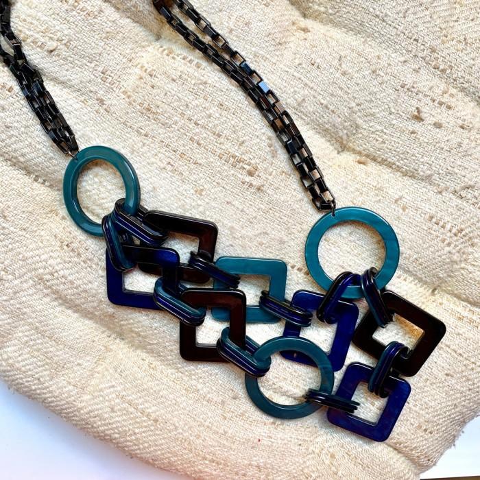 Collar apliques geométricos
